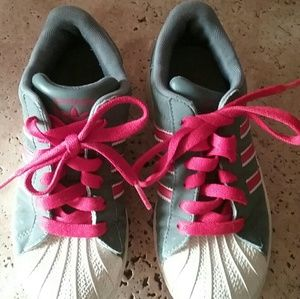 GIRLS ADIDAS Sneakers Gray W/Pink Stripe like NEW